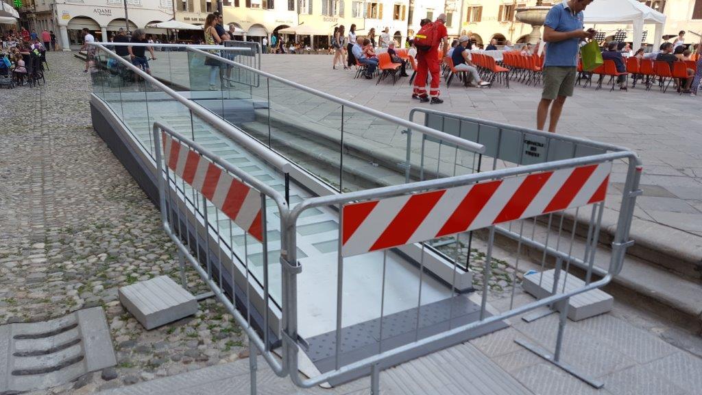 Immagine della nuova rampa per disabili in piazza S.Giacomo a Udine